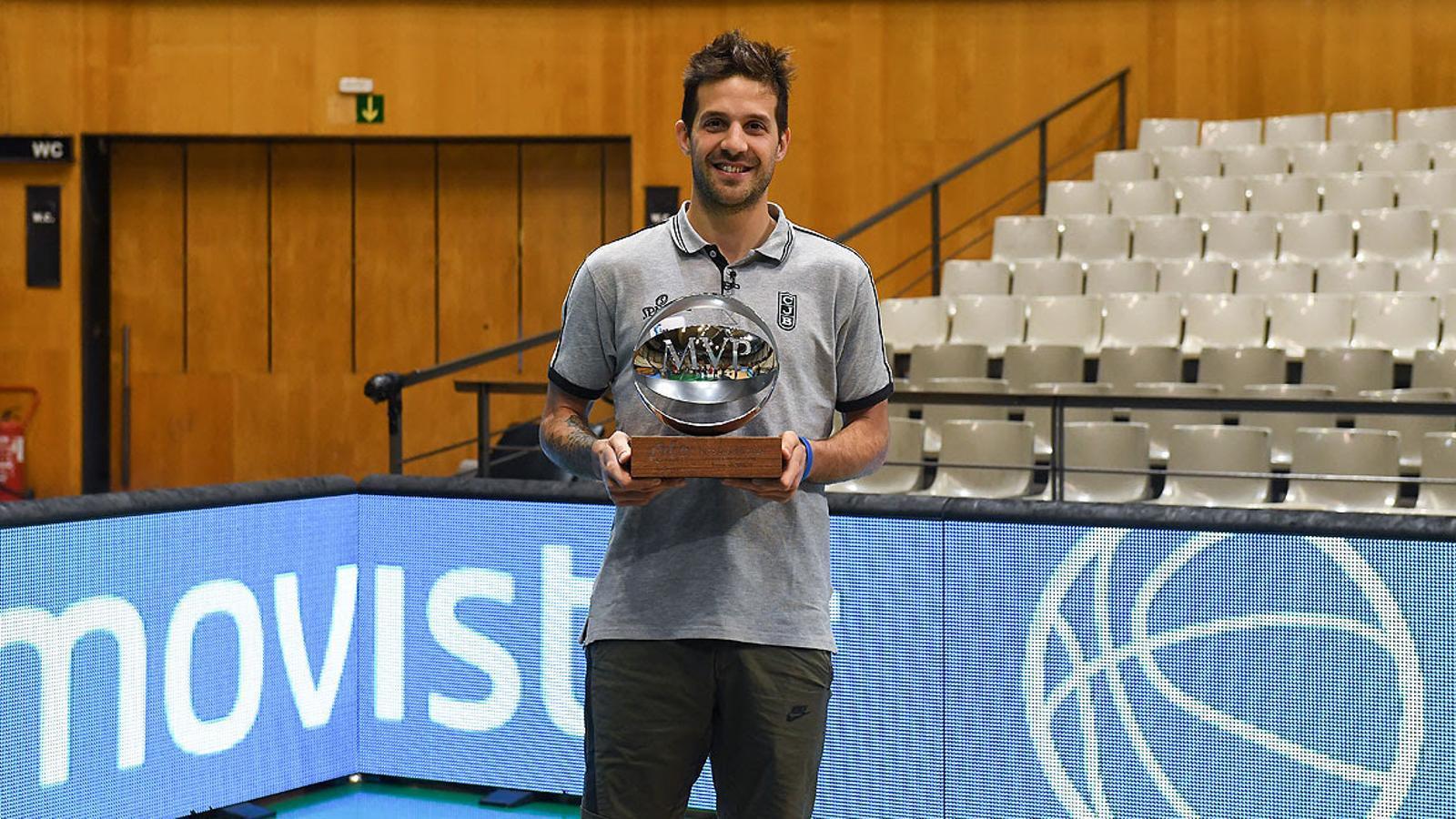 Nico Laprovittola rep el MVP de la Lliga Endesa