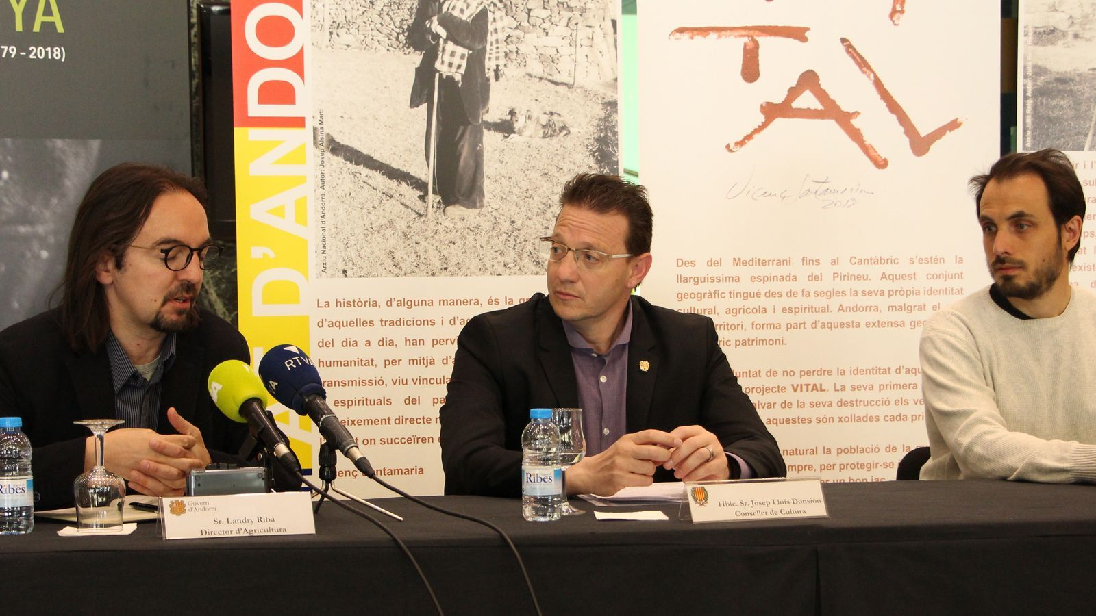 Landry Riba, director d'Agricultura del Govern; Josep Lluís Donsión, conseller de Cultura, i Albert Gomà, impulsor i organitzador del projecte 'Vital'. / M. R. F. (ANA)