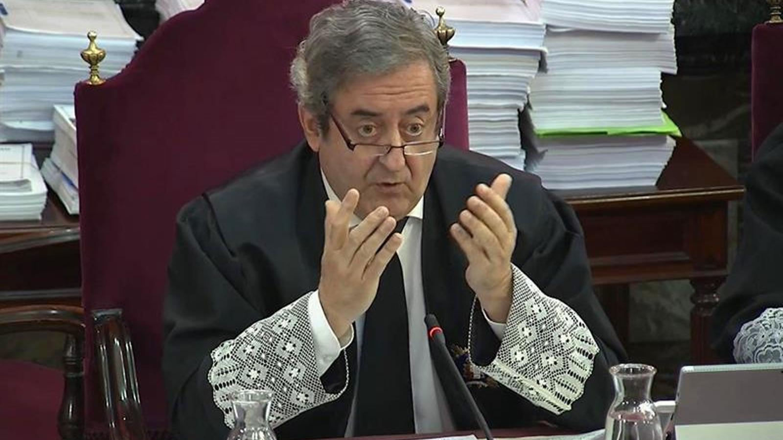 El fiscal Javier Zaragoza durant la resposta a les qüestions prèvies plantejades per les defenses.