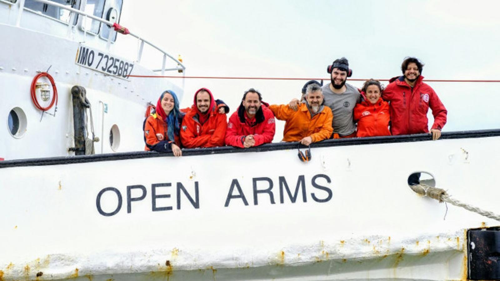 Diari de bord: un equip de l'ARA s'embarca amb Open Arms