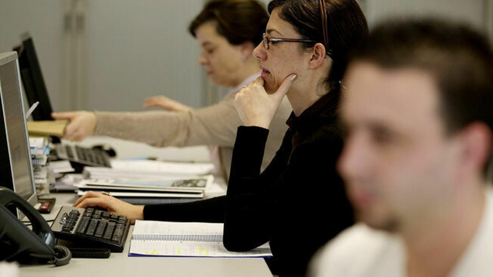 Una dona cobra 6.500 euros bruts menys a l'any que un home