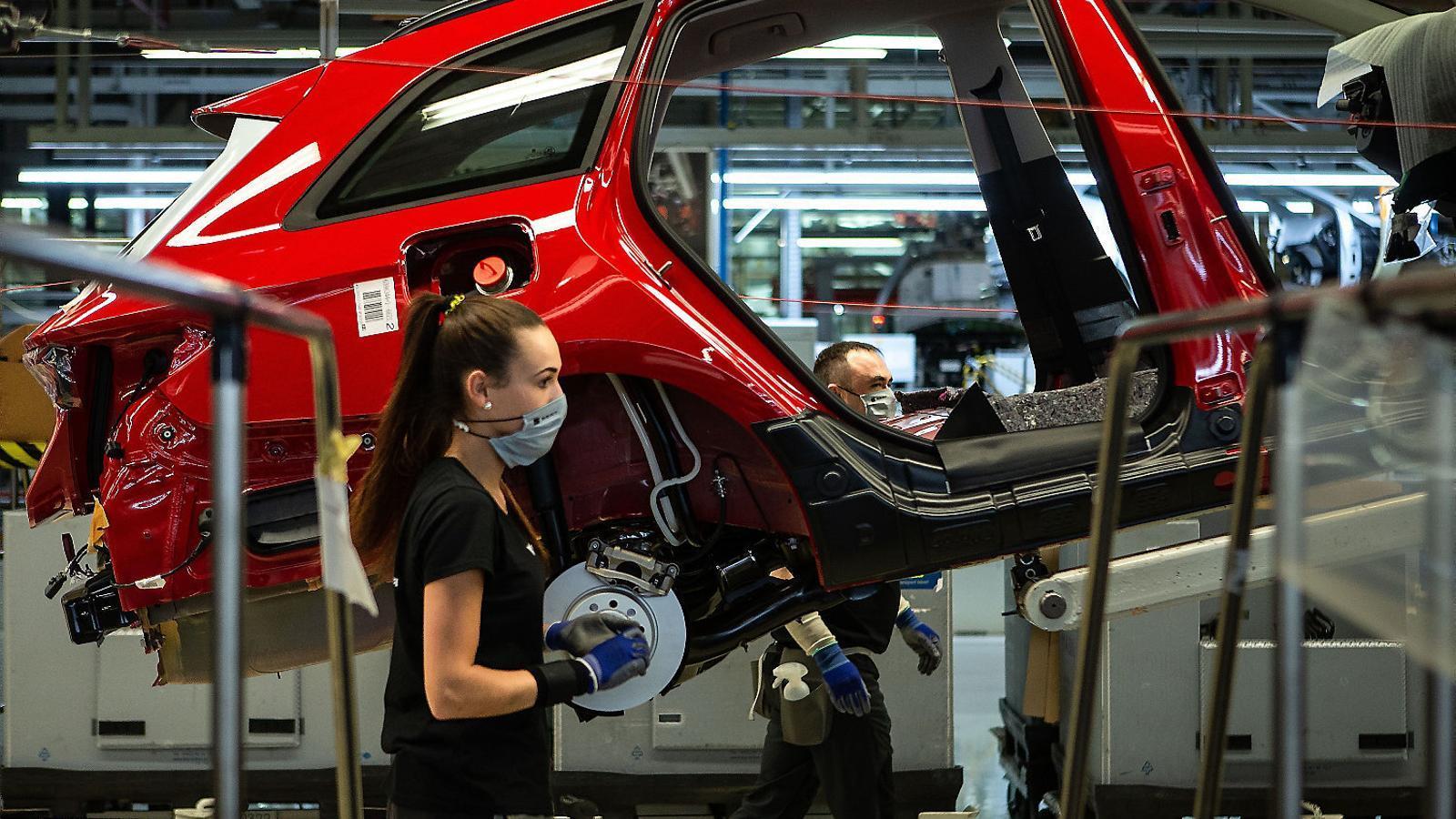 La línia de producció de Cupra a la fàbrica de Seat a Martorell.