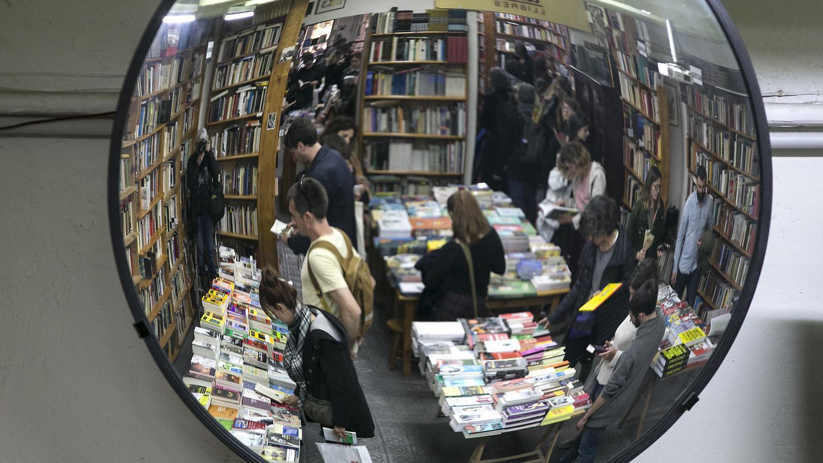 Llibres que la pandèmia ha deixat a la sala d'espera