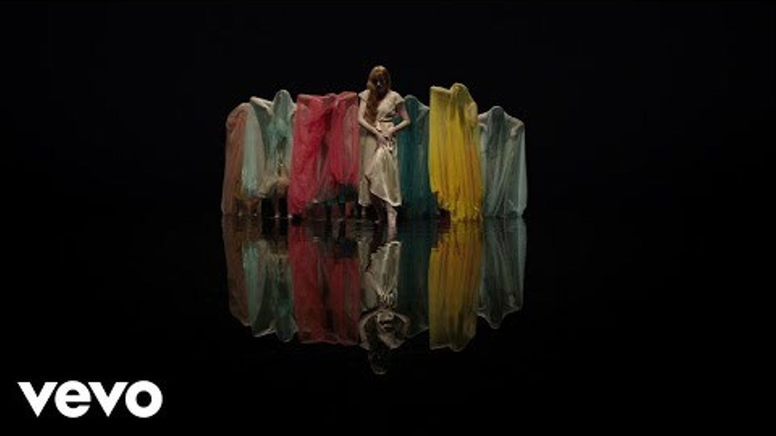 Videoclip de 'Big god', de Florence and the machine