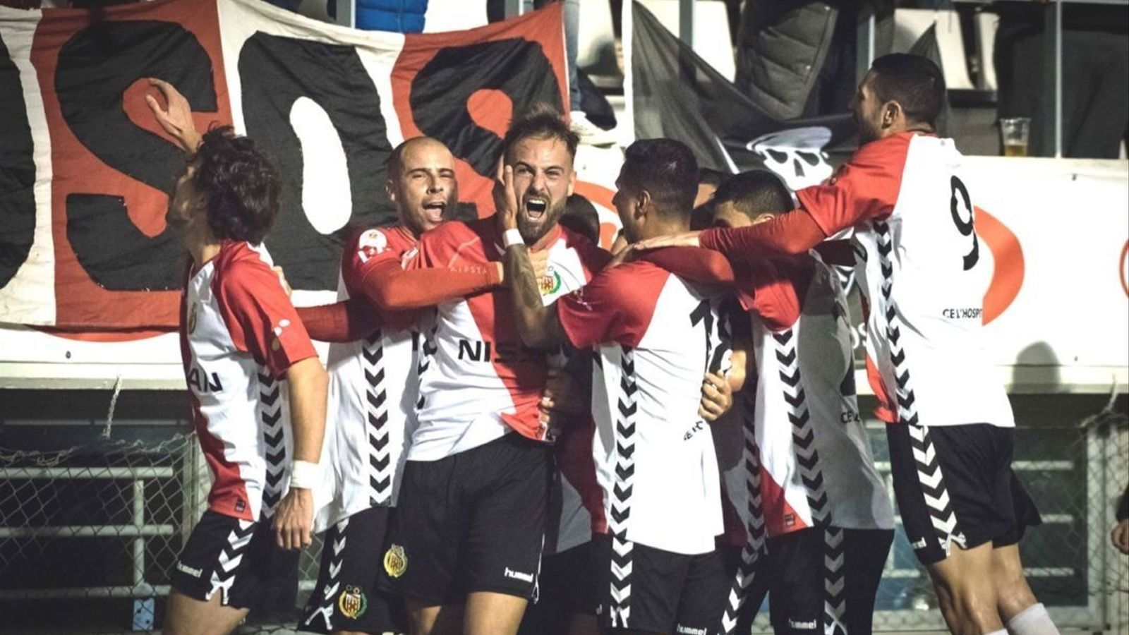 Els jugadors de L'Hospitalet, celebrant un gol en una imatge d'arxiu