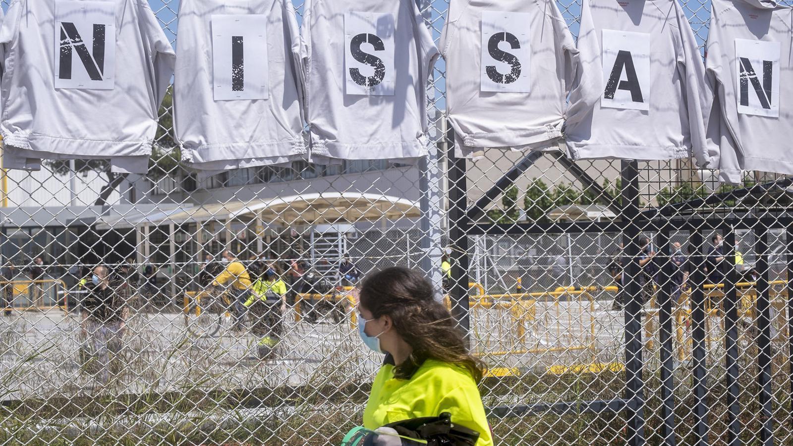 Nissan té previst tancar les tres fàbriques que té a Catalunya al desembre, cosa que deixarà sense feina 2.525 empleats directes.