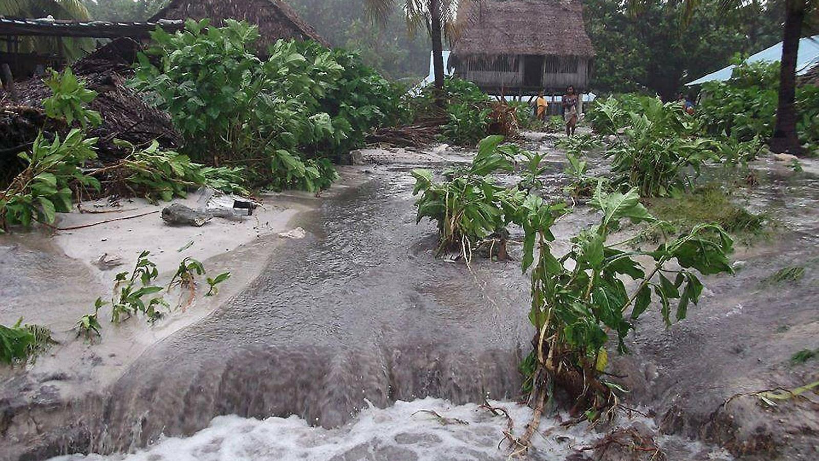 Les marees altes i les inundacions són el pa de cada dia a les illes de Kiribati.
