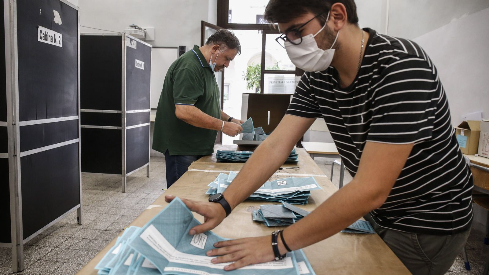 El recompte de vots ha començat tot just tancar els col·legis electorals aquest divendres a les tres de la tarda