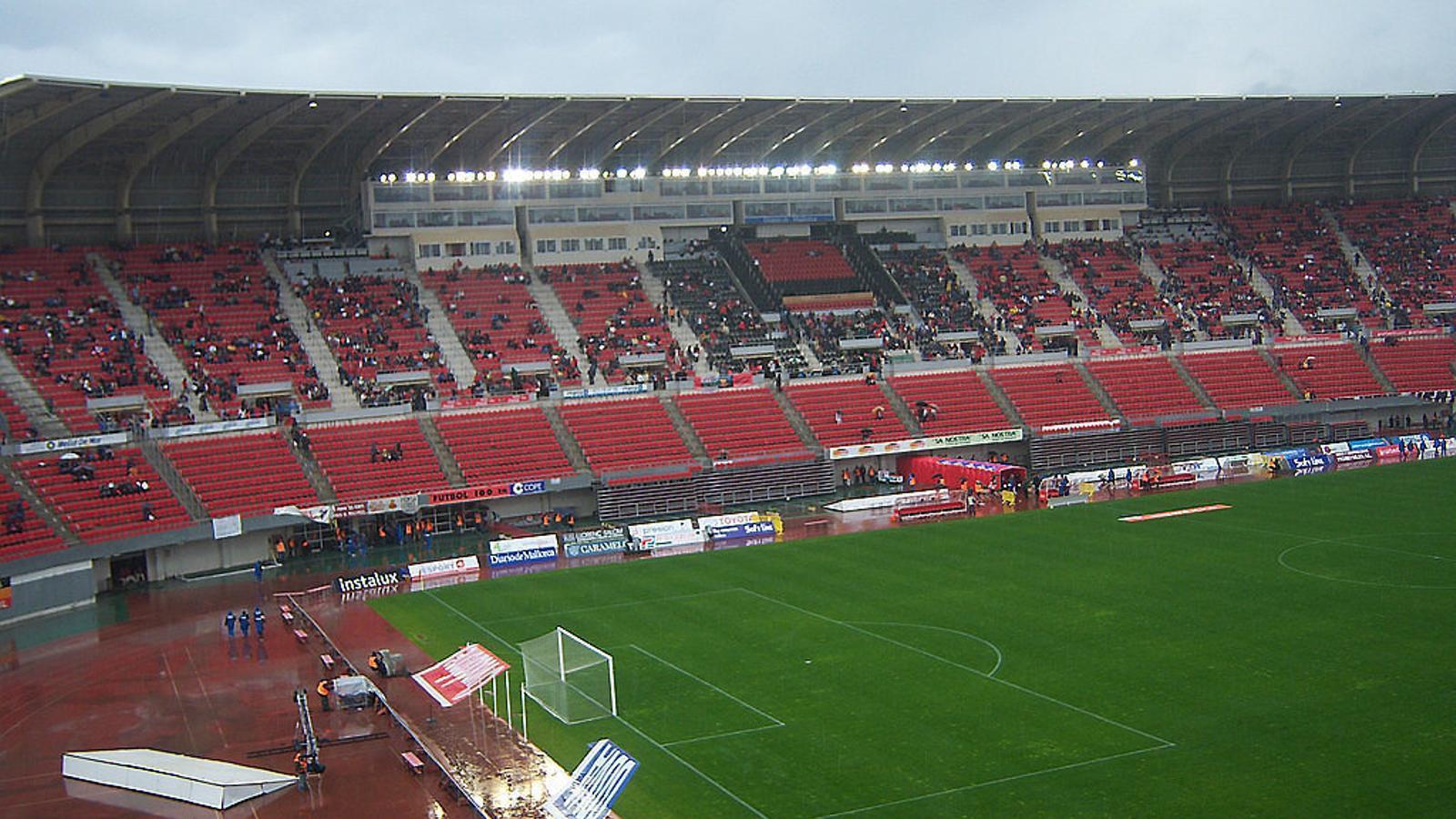 Menys de 8.000 aficionats fan costat al Mallorca a Son Moix