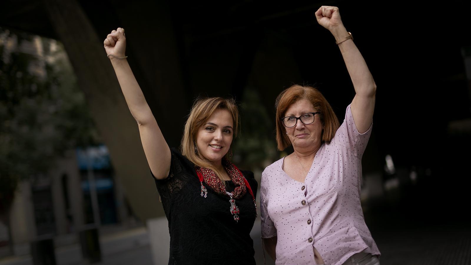 Nassera Dotour i  Nedjma Benaziza fotografiades a Barcelona