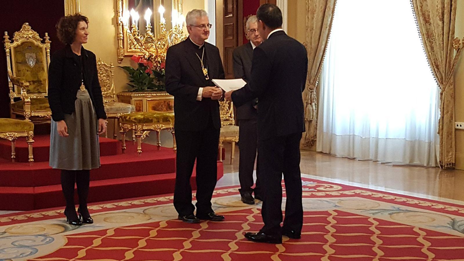 Un moment de l'acte de lliurament de les cartes credencials per part de diferents ambaixadors acreditats a Andorra. / BISBAT D'URGELL