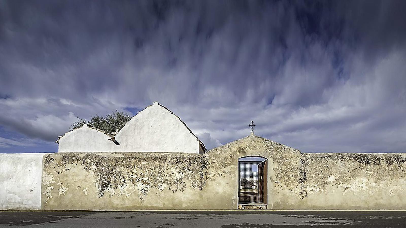 El fossar Vell de Sant Francesc Xavier de Formentera, una vegada finalitzades les obres de restauració.