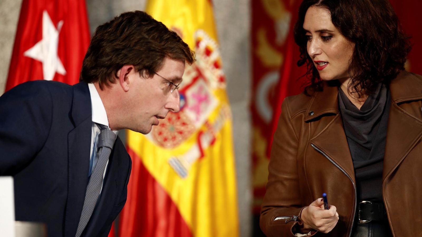 L'alcalde de Madrid, Jose Luis Martínez-Almeida, i la presidenta madrilenya, Isabel Díaz Ayuso, durant la roda de premsa conjunta per demanar la fi de l'estat d'alarma.