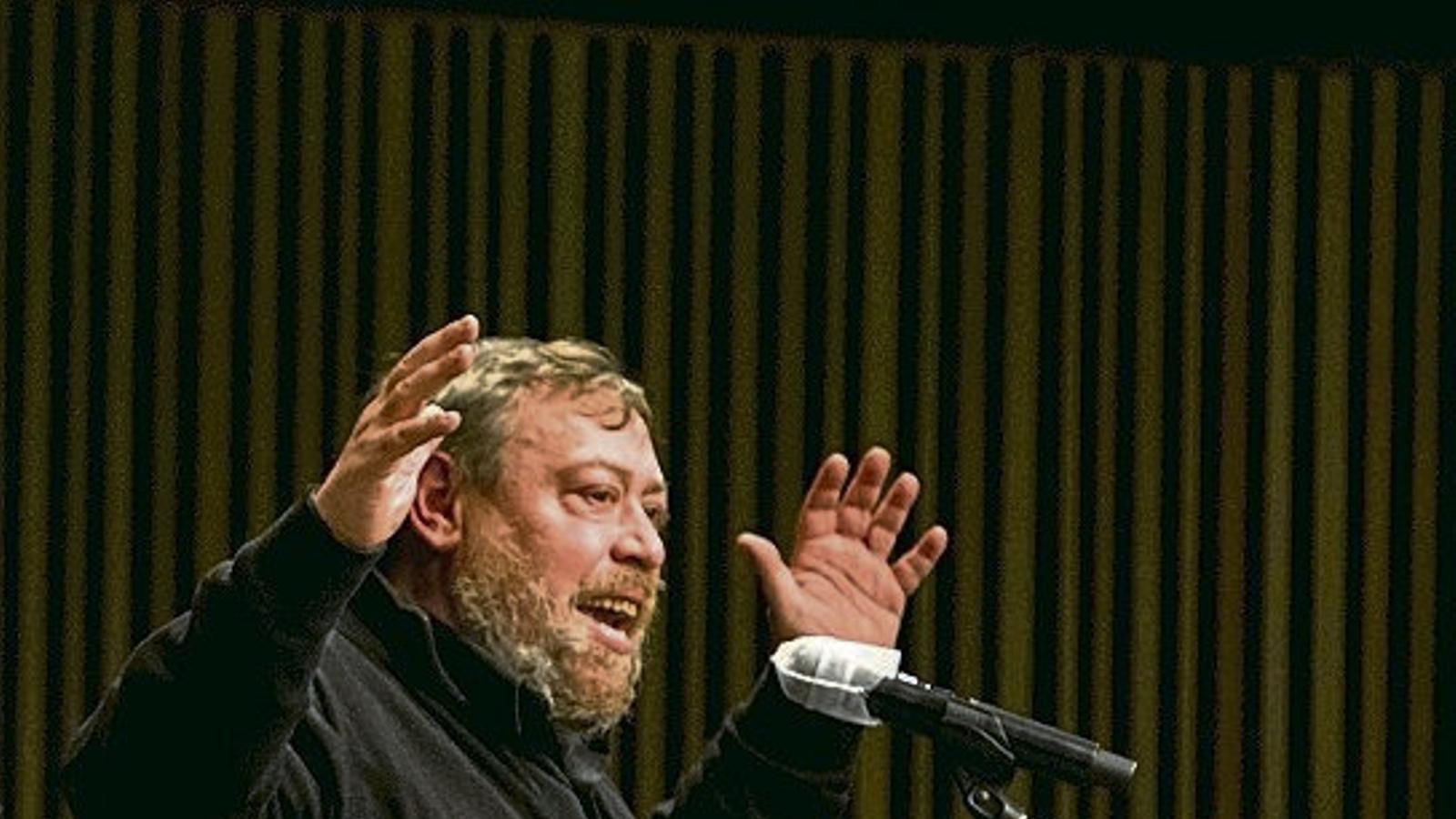 Xavier Theros durant el recital d'Accidents Polipoètics ahir al Macba.