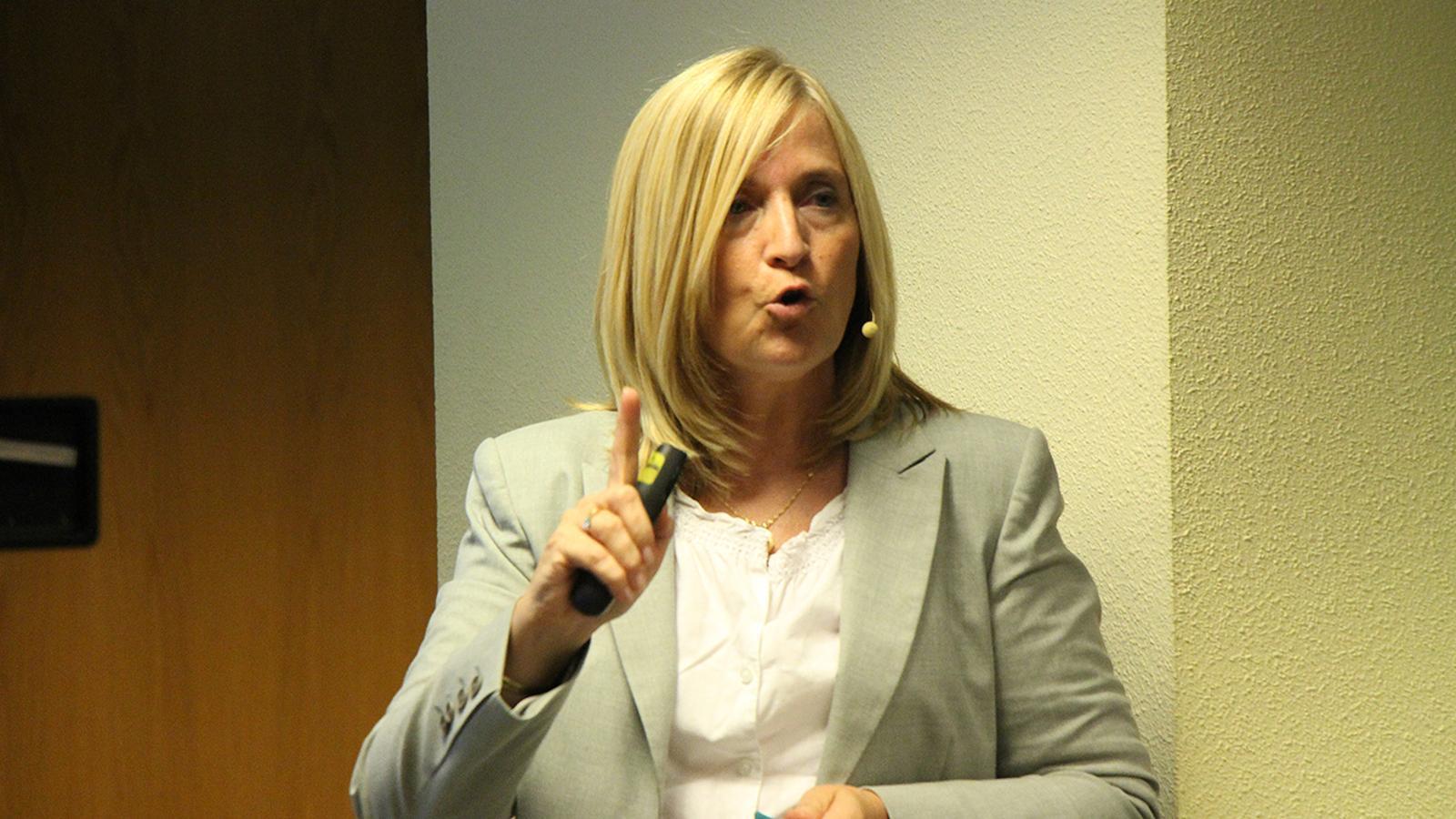 La doctora en psicologia, psicooncòloga i especialista en psicologia clínica, Tània Estapé, durant una conferència. / ARXIU ANA