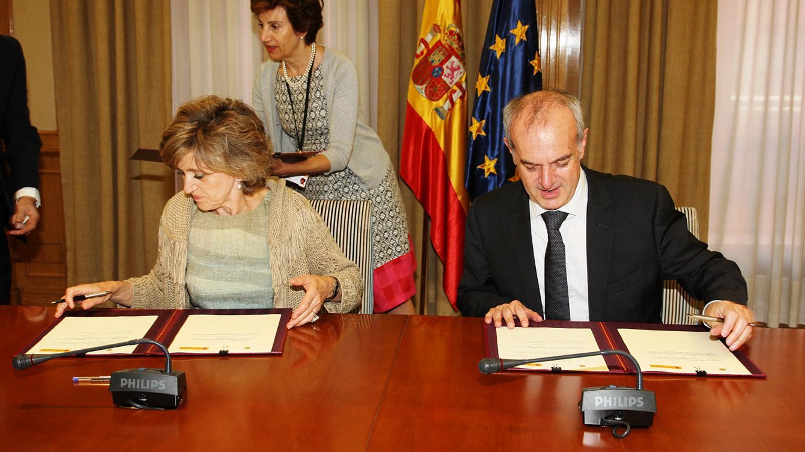 Trobada entre el ministre de Salut, Carles Alvarez, i la seva homòloga espanyola, Maria Luisa Carcedo, d'aquest dilluns. / SFG