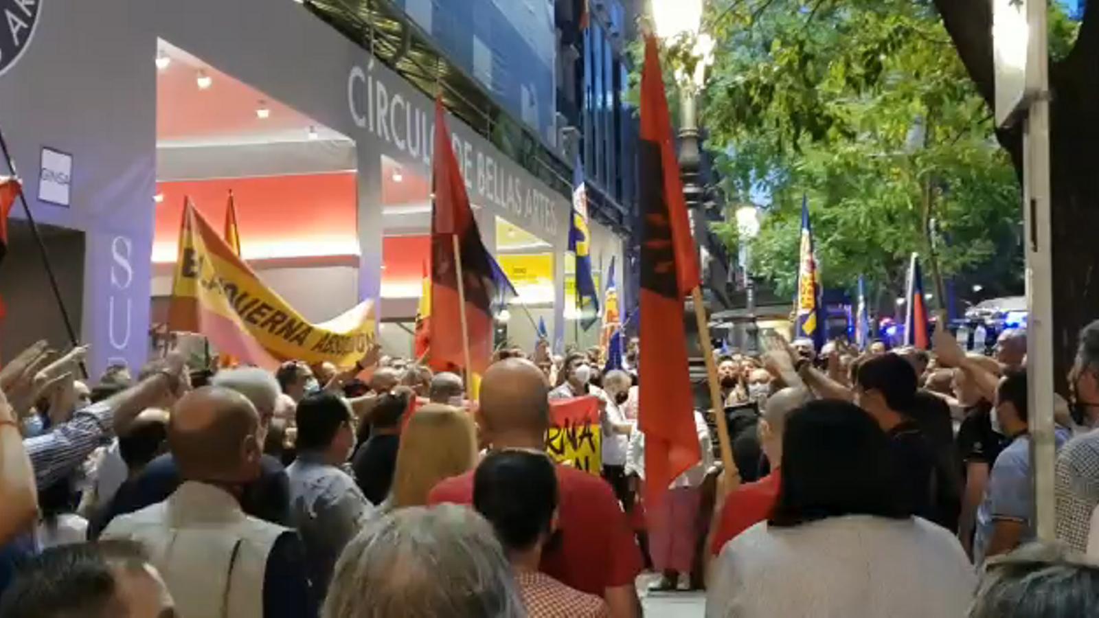 Concentració ultra davant la delegació de la Generalitat a Madrid