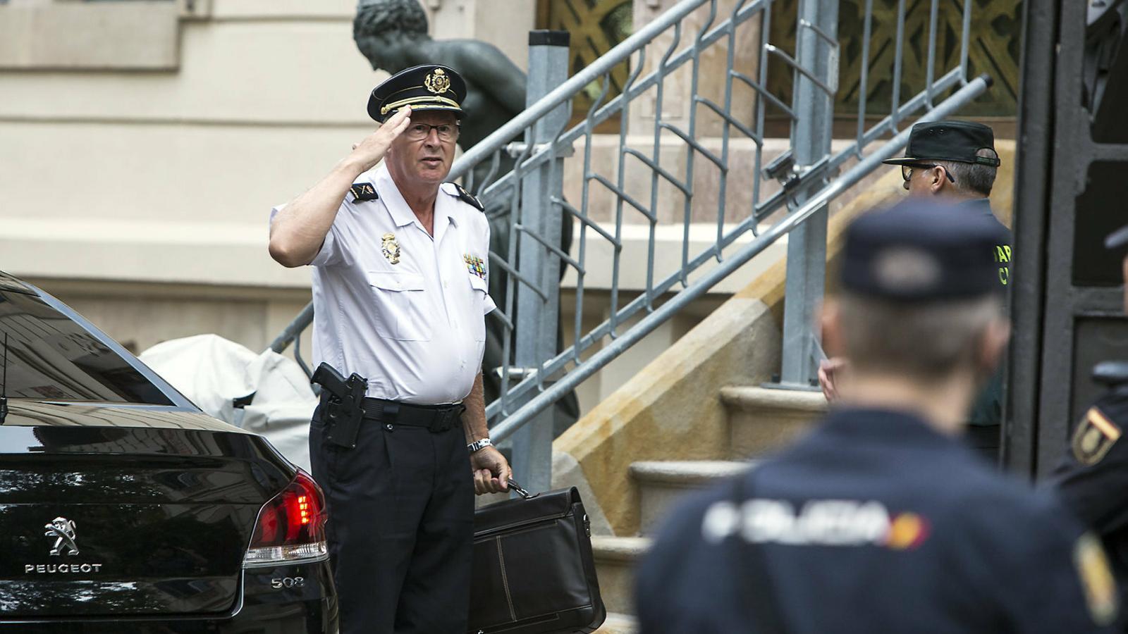 El torn dels comandaments policials per sota de De los Cobos