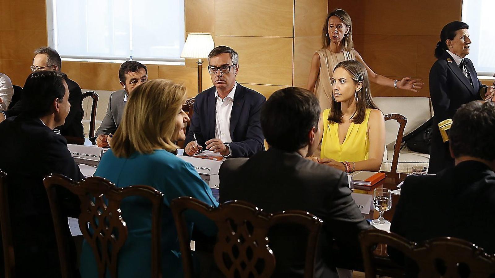 """El tercer dia de reunions va acabar ahir amb bloqueig. C's va sortir en roda de premsa per """"cridar l'atenció"""" al PP."""