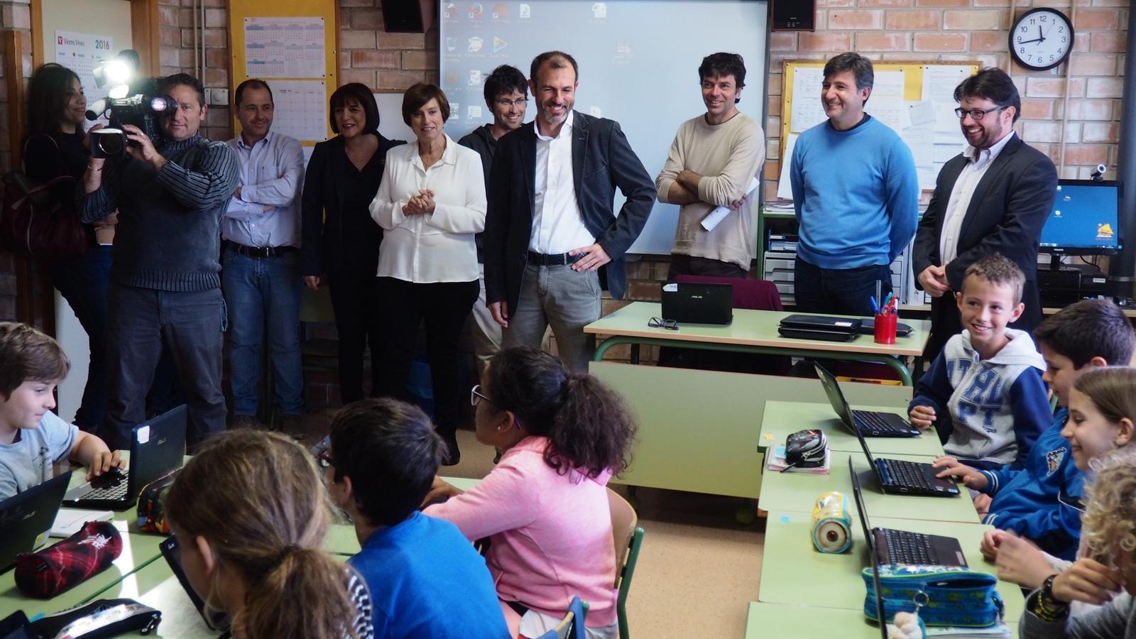 El vicepresident del Govern, Biel Barceló, al CEIP Bendinat durant la presentació del projecte