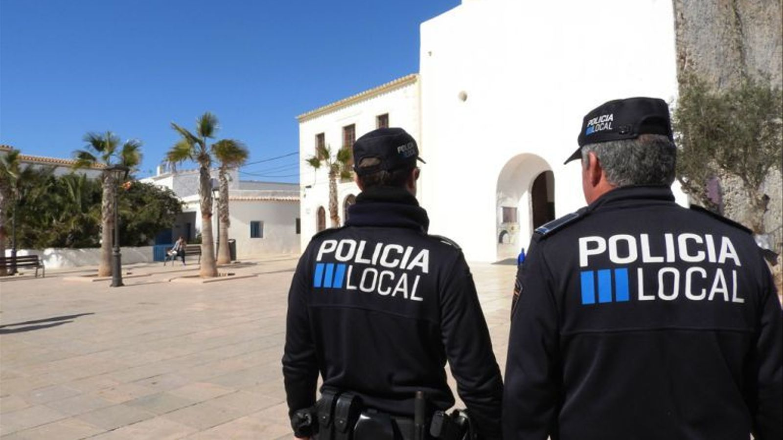Policia Local a la Plaça de la Constitució de Sant Francesc