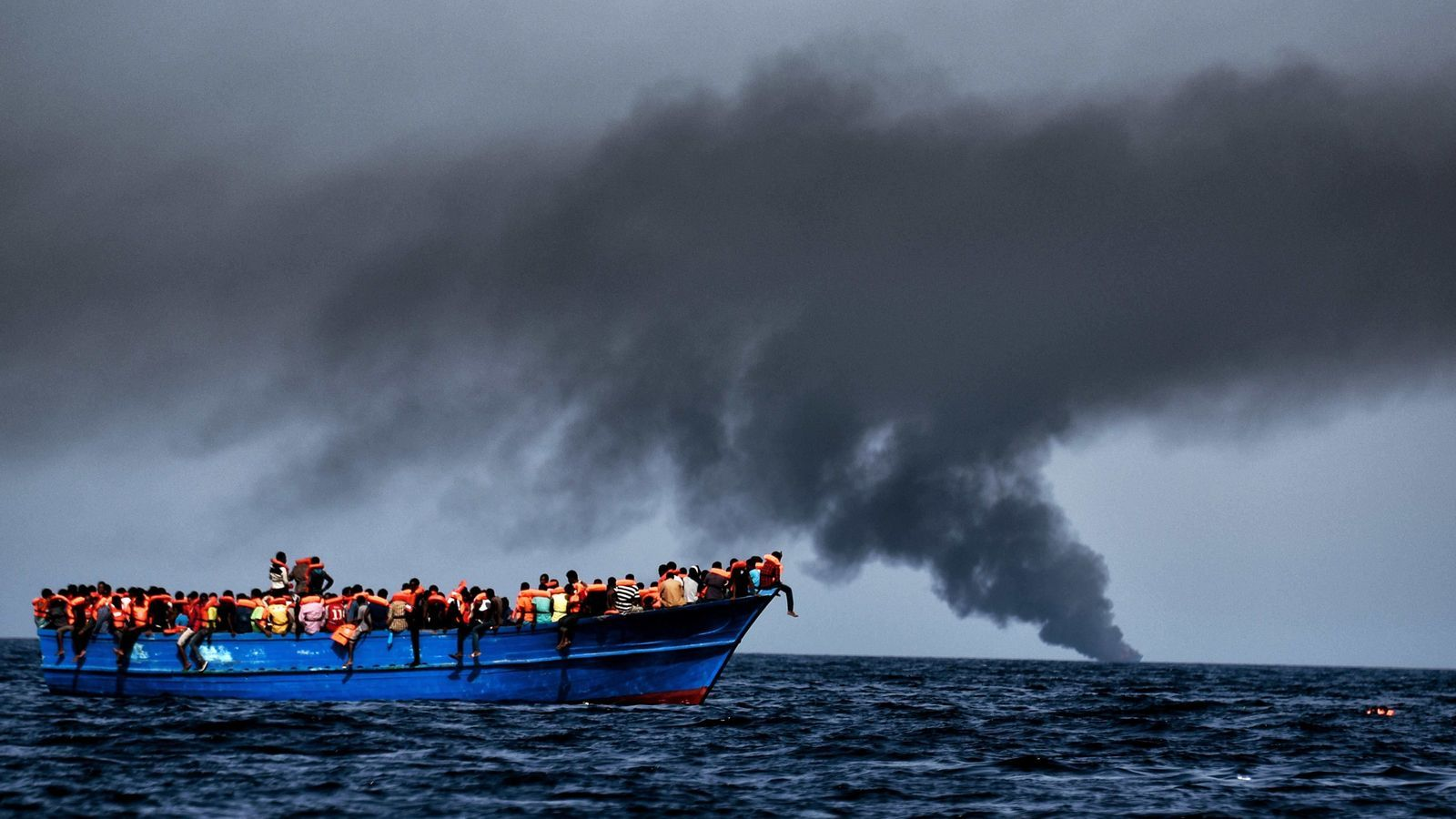 REFUGIADOS-UE II - Página 2 Grup-refugiats-deriva-esperen-rescatats_1662443857_34457163_651x433