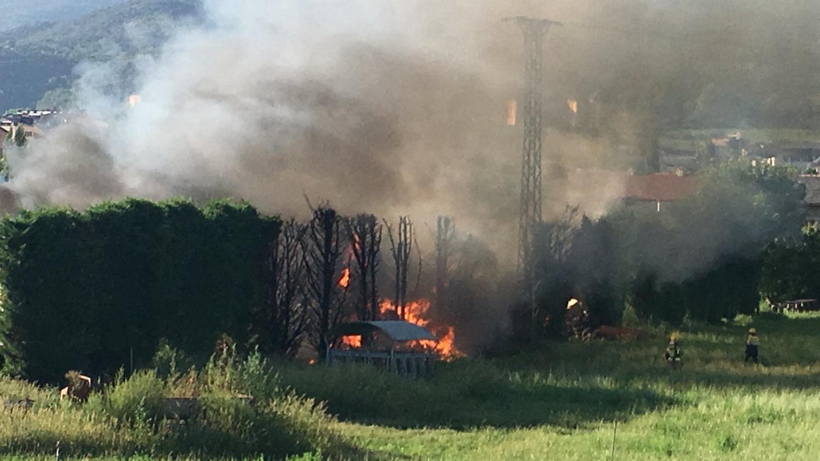 Imatge de l'incendi en una granja de vaques de La Seu d'Urgell. / RàdioSeu
