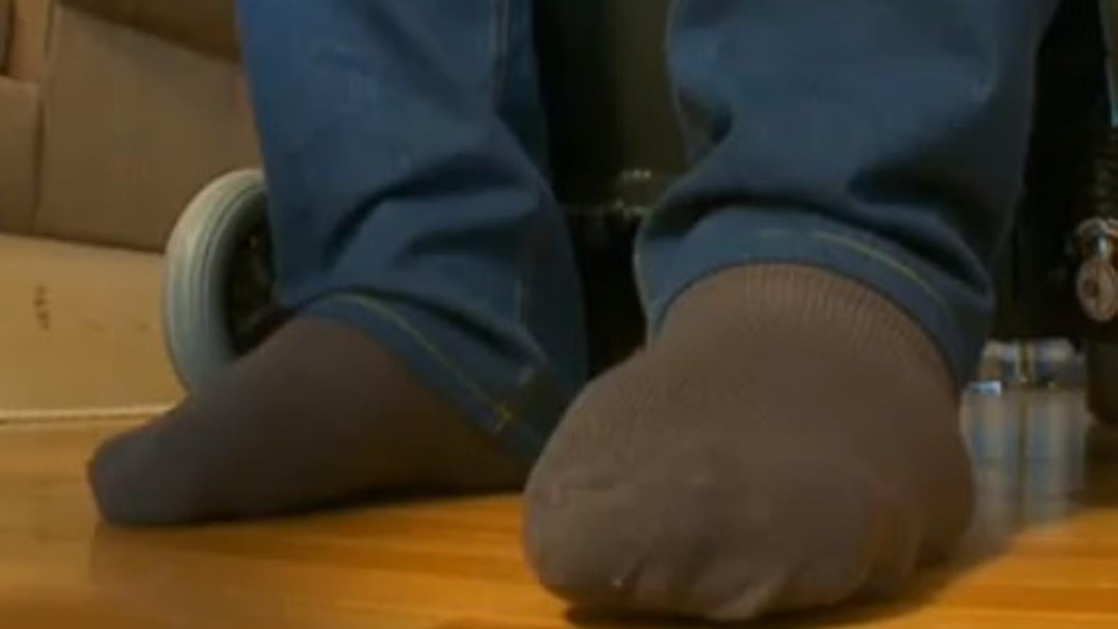 L'home més alt dels EUA no pot pagar-se les sabates
