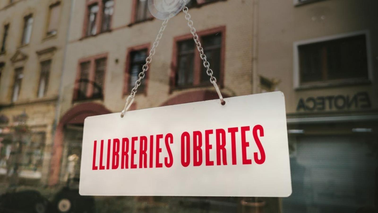 La imatge de la campanya #LlibreriesObertes.