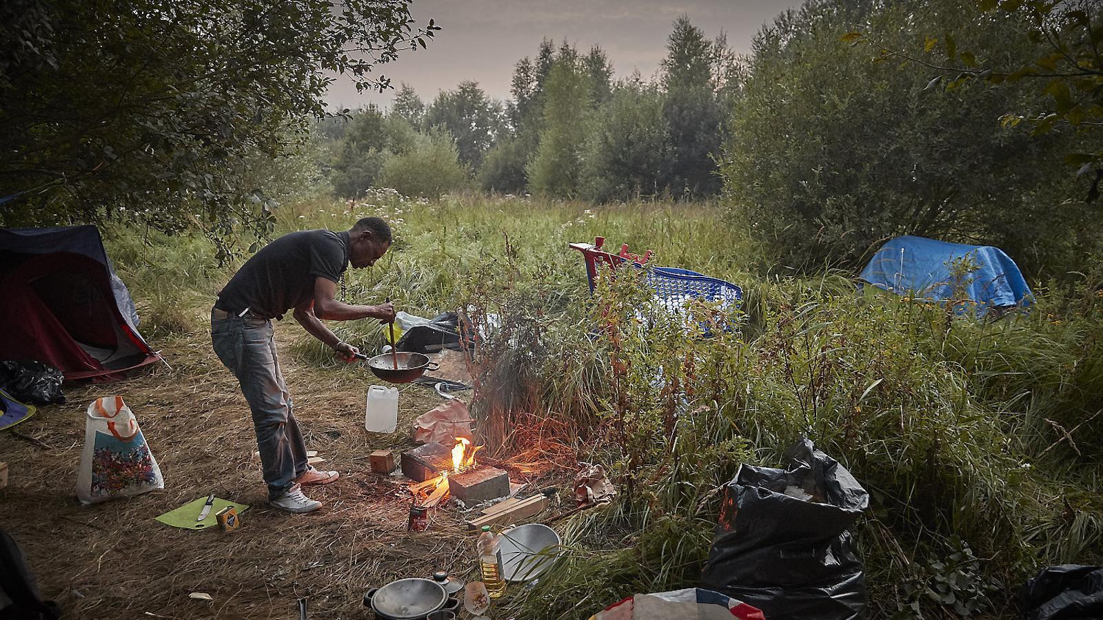 França limita el menjar als migrants de Calais