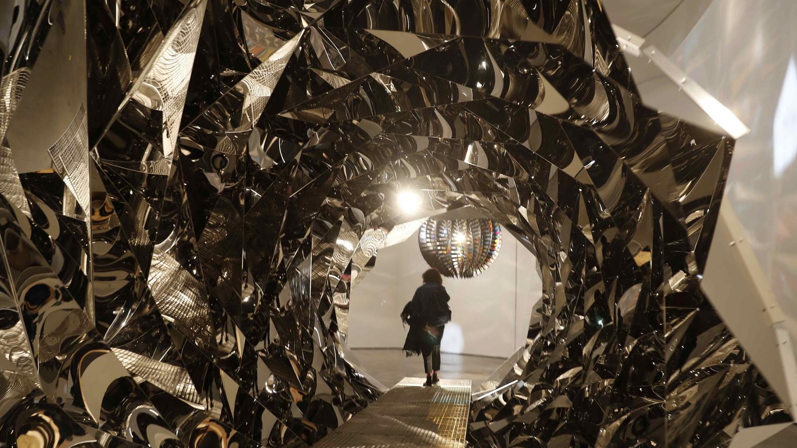 Olafur Eliasson porta l'art embadalidor i compromès al Guggenheim