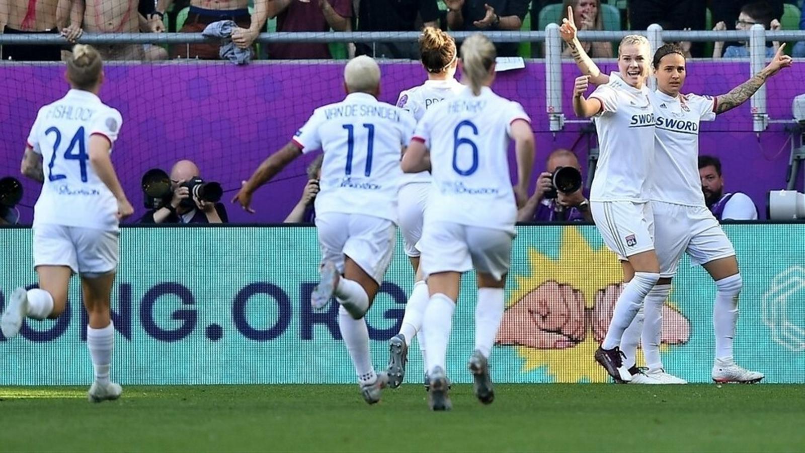 Marozsán i Hegerberg, celebrant els gols del Lió