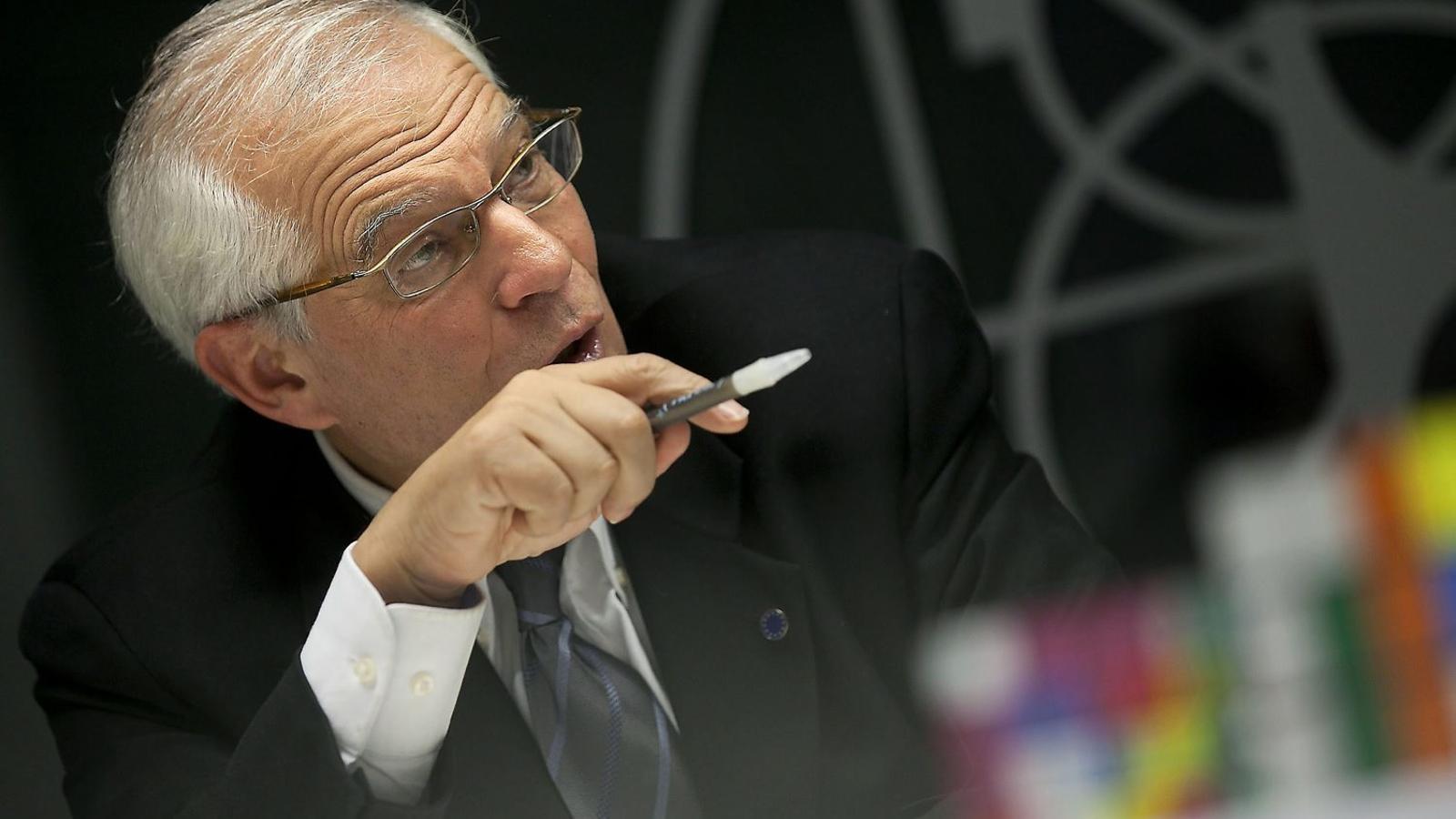 Borrell anuncia que Grècia cessarà al seu cònsol honorari a Barcelona per portar una samarreta amb l'estelada