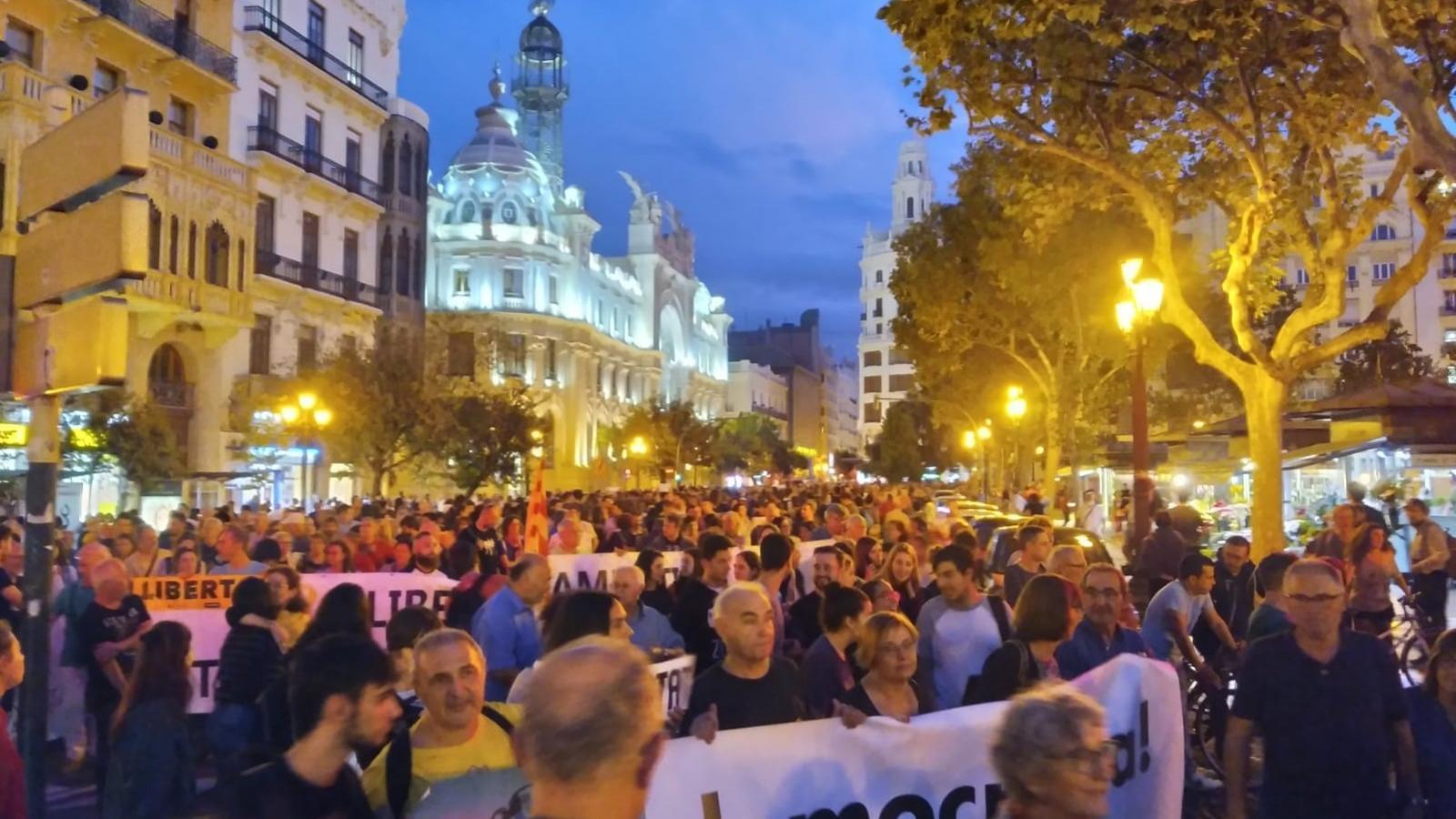 Importants concentracions al País Valencià per rebutjar les condemnes als líders independentistes catalans