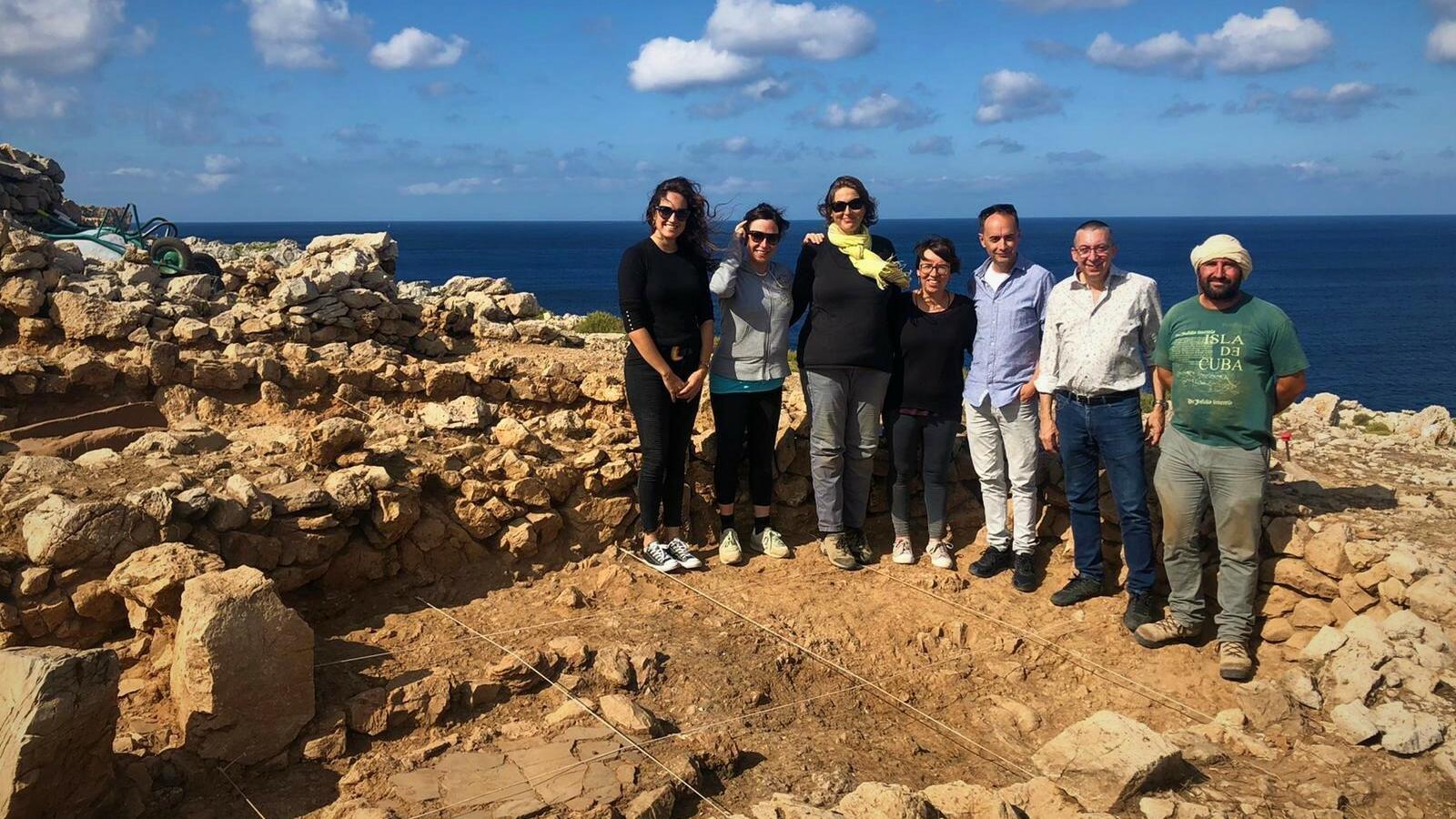 Representants de Manacor i Ciutadella en el jaciment de Cala Morell.