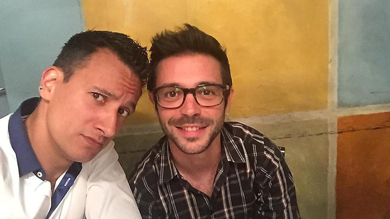 A l'esquerra, Josep Maria Lari (el Mag Lari), i a la dreta, el seu amic i periodista Xavi Canalias.