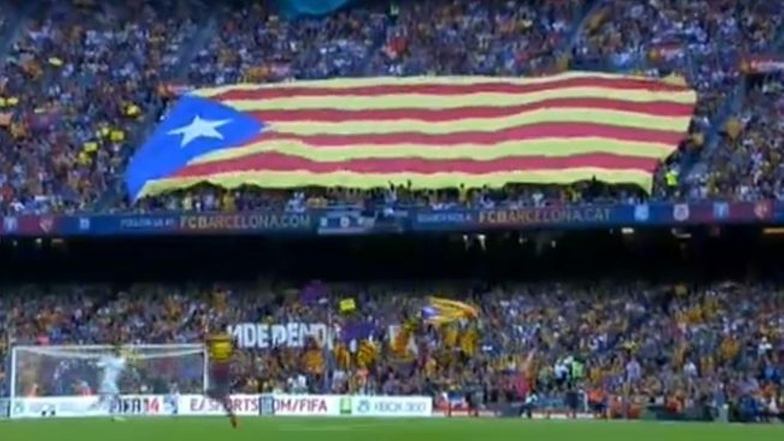 El Camp Nou esclata a favor de la independència