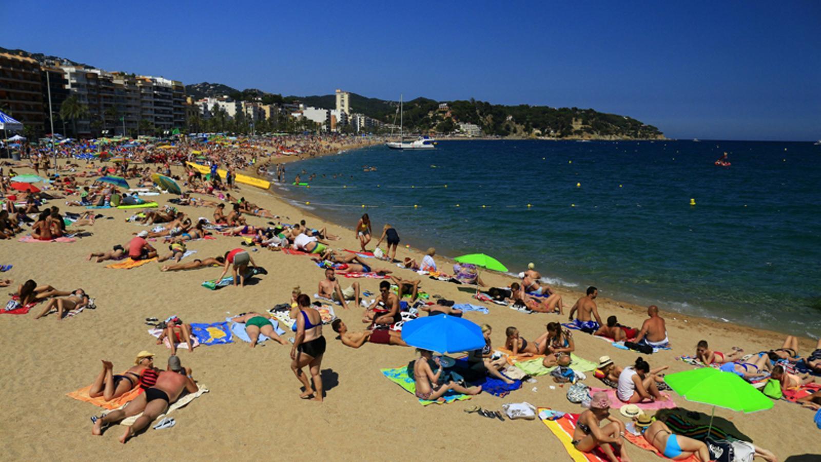 el nombre de turistes estrangers a catalunya creix un 8 en els cinc primers mesos del 2014. Black Bedroom Furniture Sets. Home Design Ideas