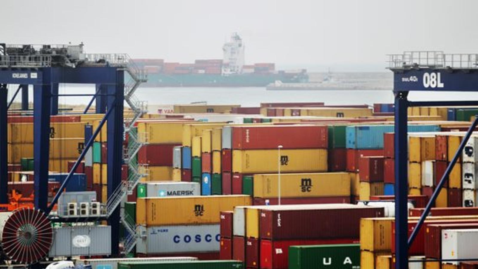 El dèficit comercial es dispara  per l'augment de les importacions