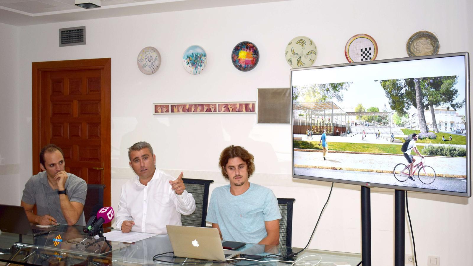 Moreno explicant les característiques principals de la reforma de la plaça Mallorca.