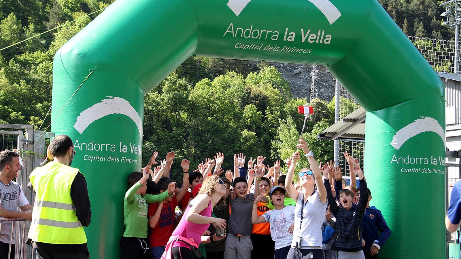 Instants abans d'arrencar la cursa dels alumnes de segon cicle. / M. M. (ANA)