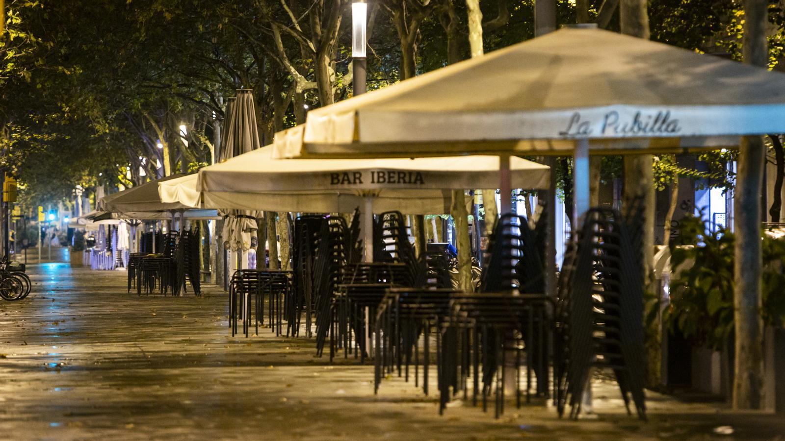 Primera nit de toc de queda; Aragonès representarà la Generalitat en la reunió amb Von der Leyen; reunió de la directiva del Barça pel vot de censura: les claus del dia, amb Antoni Bassas (26/10/2020)
