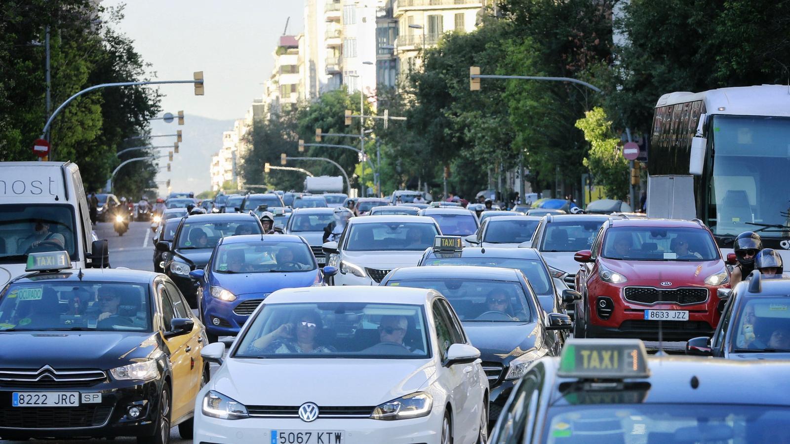 Barcelona deixarà el carrer Aragó sense trànsit un cop al mes