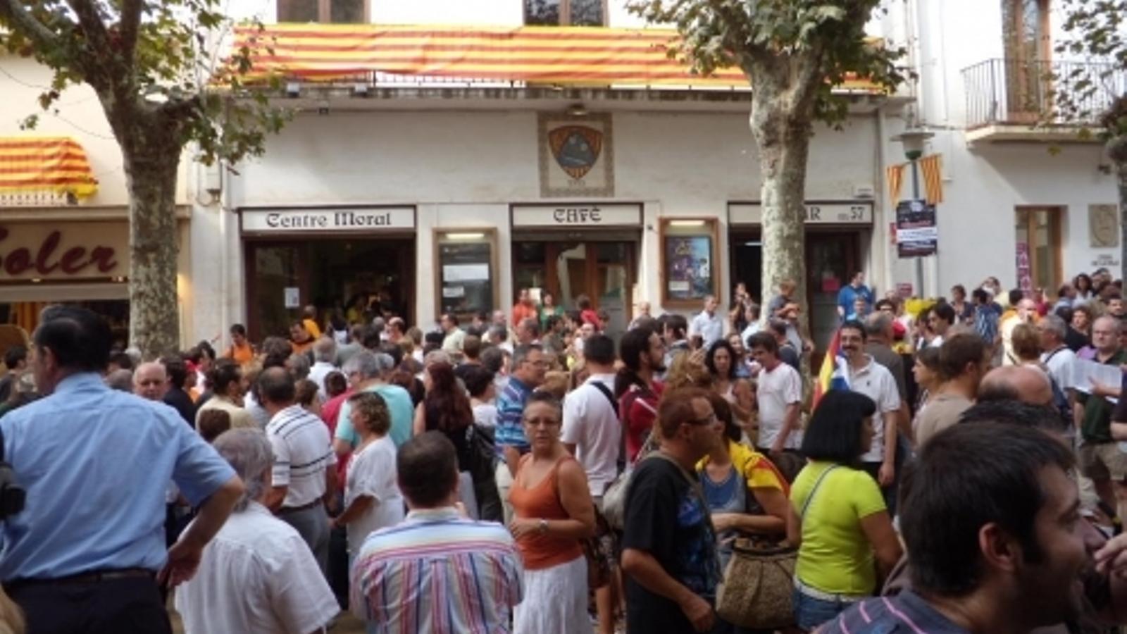 Arenys de Munt serà el primer municipi en sancionar qui tregui llaços grocs