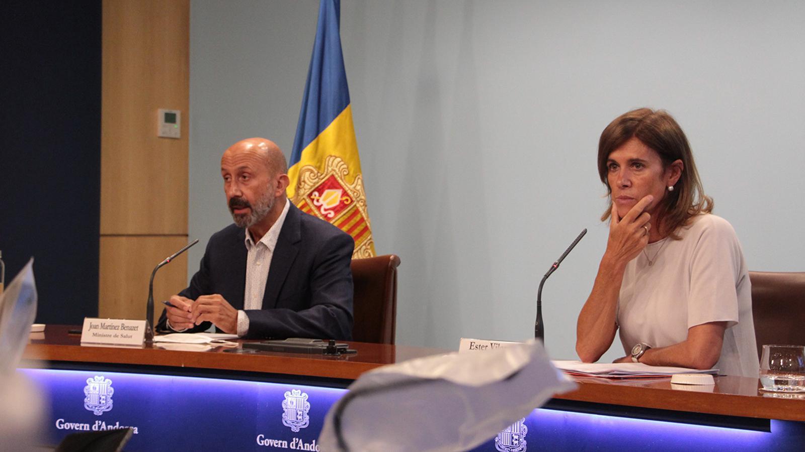 Els ministres de Salut i d'Educació i Ensenyament Superior, Joan Martínez Benazet i Ester Vilarrubla, durant la roda de premsa per explicar els protocols per al retorn a les escoles. / ANA