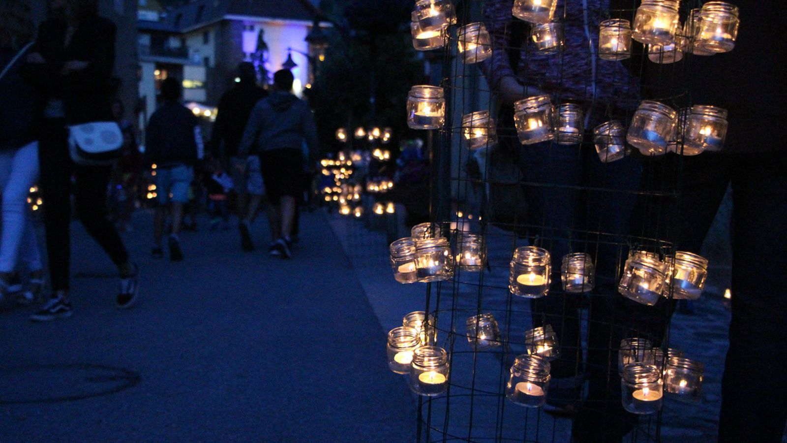 Ordino s'omple de llum amb 13.000 espelmes. / M. P. (ANA)