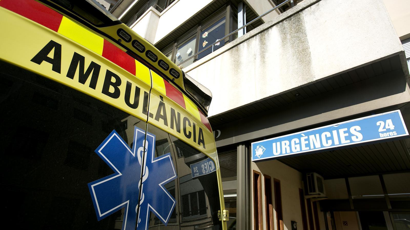 Una ambulància en una imatge d'arxiu que no correspon a la investigació dels Mossos
