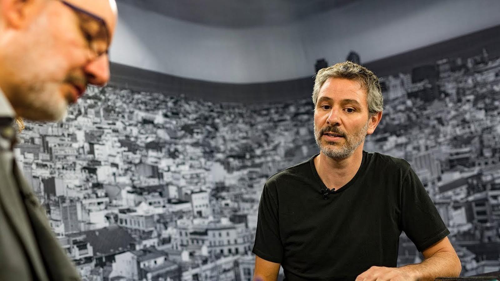 Entrevista d'Antoni Bassas a Carles Roig