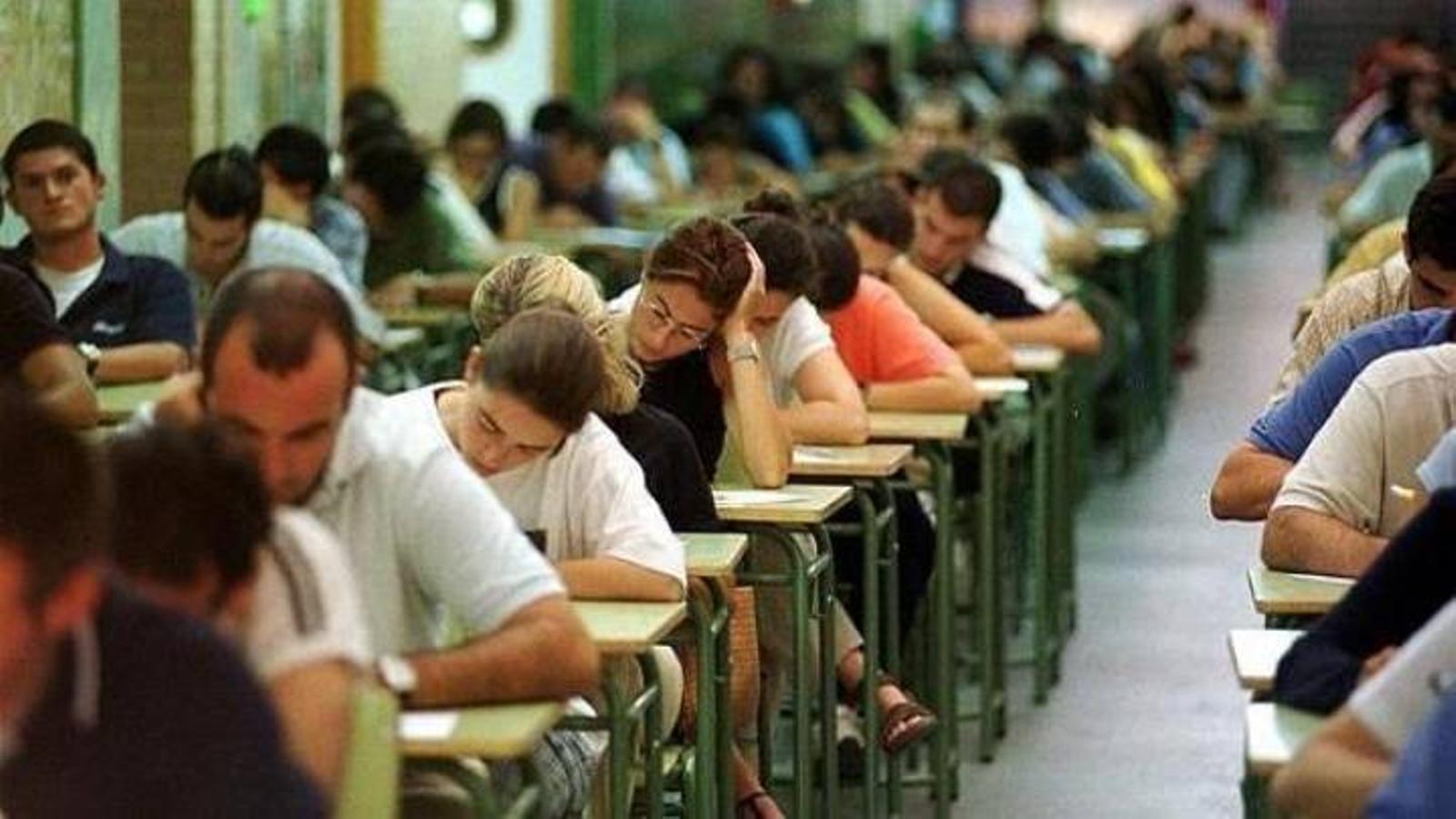 Comença el compte enrere perquè 1.008 docents interins aconsegueixin ser funcionaris