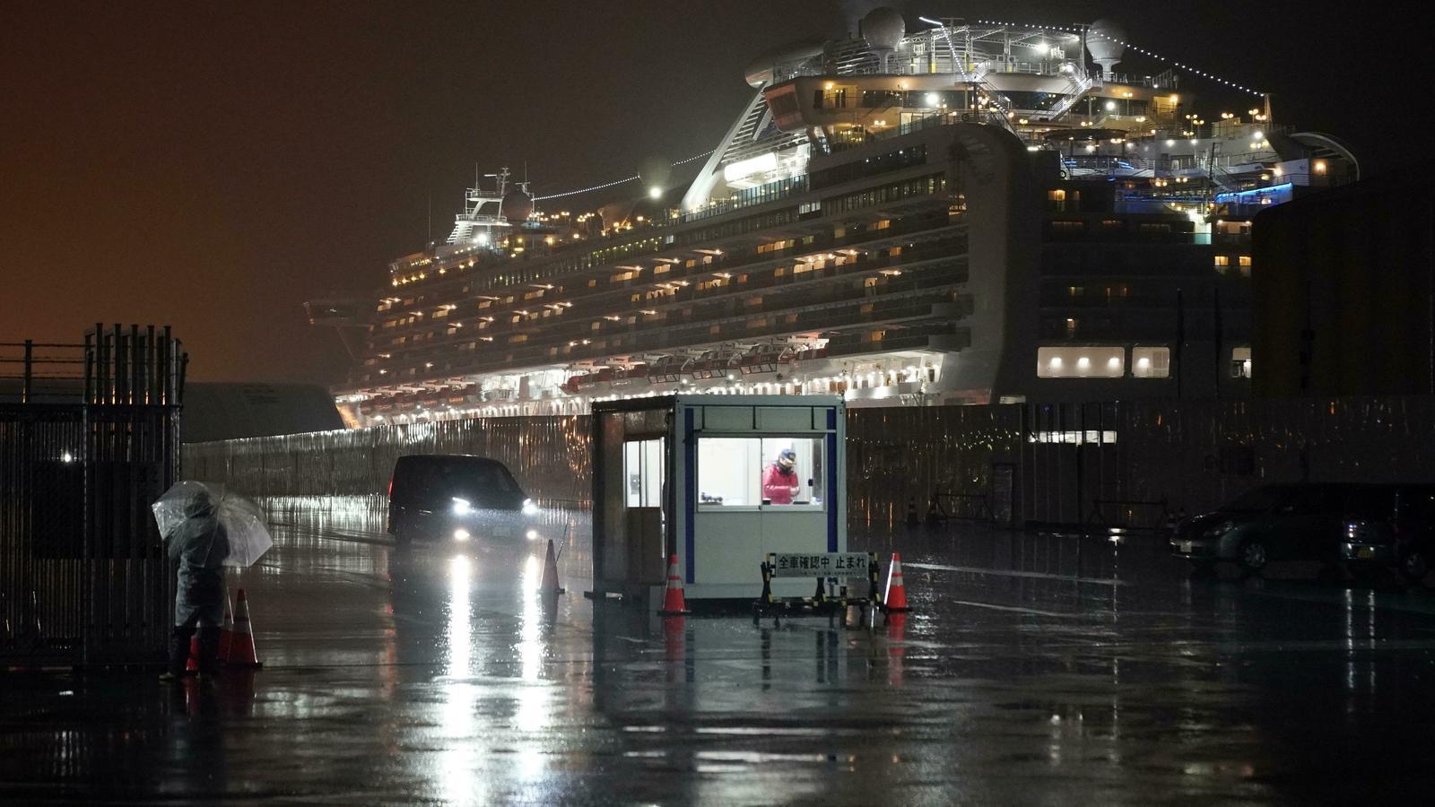El 'Diamond Princess', atracat al port japonès